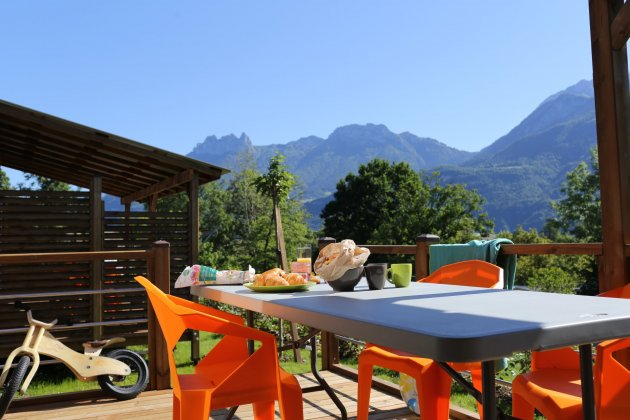 Relax table view Camping Les Fontaines