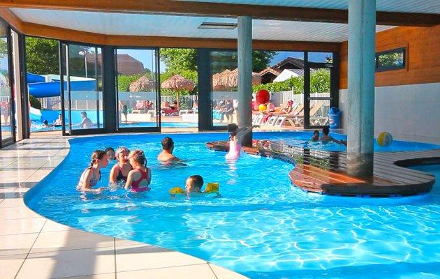 piscine intérieure camping 4 étoiles annecy